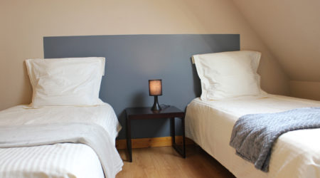 chambre-lits-twins-gite-blavet-domaine-des-trois-rivieres-merlevenez