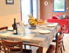 cuisine-salon-gite-ria-etel-domaine-des-trois-rivieres-merlevenez