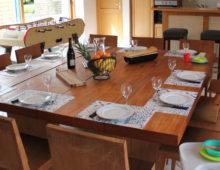 table-dressee-gite-atlantique-domaine-des-trois-rivieres-merlevenez
